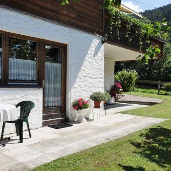 Beide Ferienwohnung haben direkten Zugang zu Garten